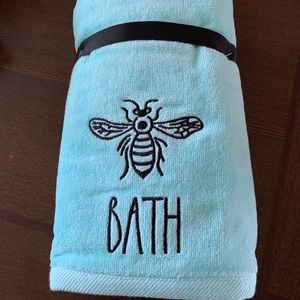 Rae Dunn set of 2 towels bath bee blue new